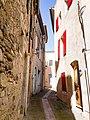 Une rue à Beaumes-de-Venise en août, Vaucluse, France.jpg