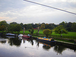 Springfield Park (London) - Springfield Park from the High (pedestrian) bridge over the Lea. (October 2005)