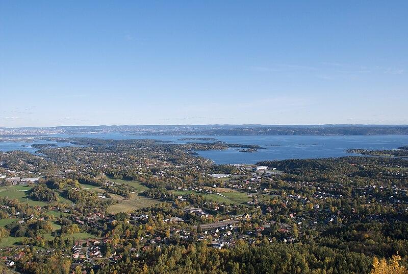 File:Utsikt fra skaugumsåsen.jpg