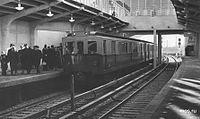 V2-180 at Kutuzovskaya station.jpg