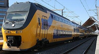 Een modern elektrisch treinstel, type VIRM, in dienst bij de NS