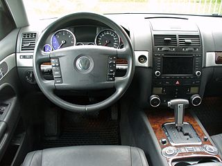 File:VW Touareg I V6 TDI Black Magic Interieur.JPG ...