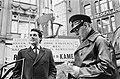 Verkiezingsstrijd, de heer Rodermond en politie, Bestanddeelnr 920-0291.jpg