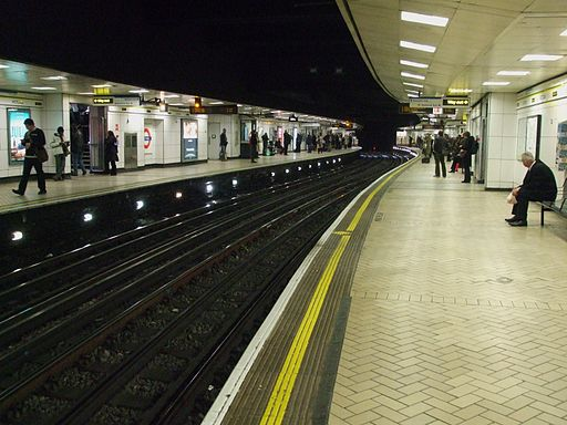 Victoria tube stn Circle District look anticlockwise