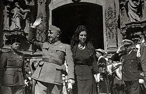 Carmen Polo, 1st Lady of Meirás - Carmen Polo and her husband in San Sebastián in 1941.