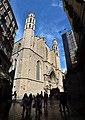 Vista lateral de la basílica de Santa María del Mar (Barcelona).jpg