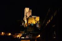 Vista nocturna del Castillo de Almansa.jpg