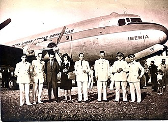 Iberia (airline) - Crew of the inaugural Iberia service to Buenos Aires in 1946 with the Douglas DC-4 used for the flight