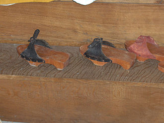 Patten (shoe) - Image: Walraversijde 49