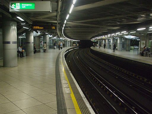 Westminster station Circle look clockwise