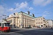 Wiener Staatsoper vs Kärntnerstraße 4.jpg