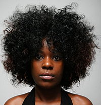 Woman wearing a loose Afro .