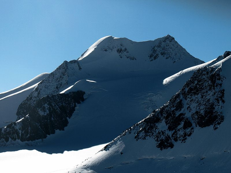 Plik:Wildspitze from Petersenspitze.JPG