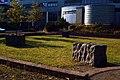 Wilfried Behre Acht Steinskulpturen 2000 Appelstraße Hannover drei Steinskulpturen im Innenhof der Universität Blick Richtung Einfahrt.jpg