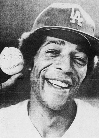 Willie Davis (baseball) - Davis in 1973, holding the home run ball that he hammered for his 2,000th career hit