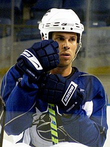 Description de l'image  Willie Mitchell Canucks practice.jpg.