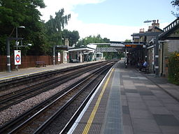 Woodside Park stn northbound