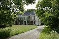 Zicht op de linker zijgevel en de voorgevel van het landhuis - De Bilt - 20413858 - RCE.jpg