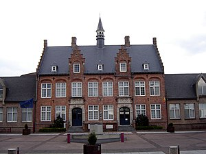 Zonnebeke - Image: Zonnebeke Town hall 1