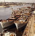 Újpesti-öböl, a Magyar Hajó- és Darugyár Angyalföldi Gyáregysége, a szerelő partfalnál Spartak típusú tengeri áruszállító hajók vannak kikötve. Fortepan 26347.jpg