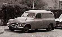 černobílá fotografie zaparkovaného dodávkového vozu Škoda 1201.