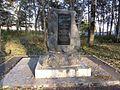 Братская могила 3-х офицеров 16 армии, погибших при исполнении служебного долга, с надгробным сооружением.jpg