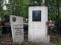 Могила Комиссарова - памятник.jpg