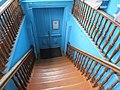 Музей купеческого быта лестница от входа.jpg