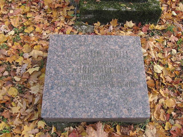 Надгробие К.С. Баранцевича на Литераторских мостках