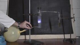 File:03. Горење на сулфур во атмосфера од кислород.webm