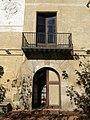 088 Rectoria de Santa Maria, c. de Dalt 47 (Badalona), portal i balcó.jpg