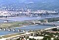 090R25310782 Blick vom Donauturm, Entlastungsgerinne in Bau, Blick Brigittenau, Nordbahnbrücke, Floridsdorferbrücke, Nordbrücke.jpg