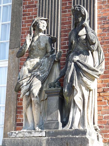 File:11 Zwei Nymphen Friedrichsflügel Neues Palais Sanssouci Steffen Heilfort.JPG