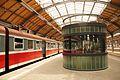 1666viki Dworzec Główny po remoncie nowy kiosk na peronie. Foto Barbara Maliszewska.jpg