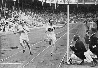 Athletics at the 1912 Summer Olympics – Men's 4 × 100 metres relay - Image: 1912 Athletics men's 4x 100 metre final 2