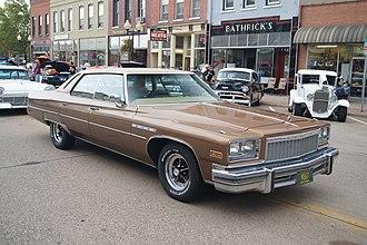 Downsize (automobile) - Image: 1976 Buick Electra 225 (15301670211)