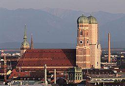 2014-06-06 Frauenkirche mit Alpen, vom Olympiaberg 1601