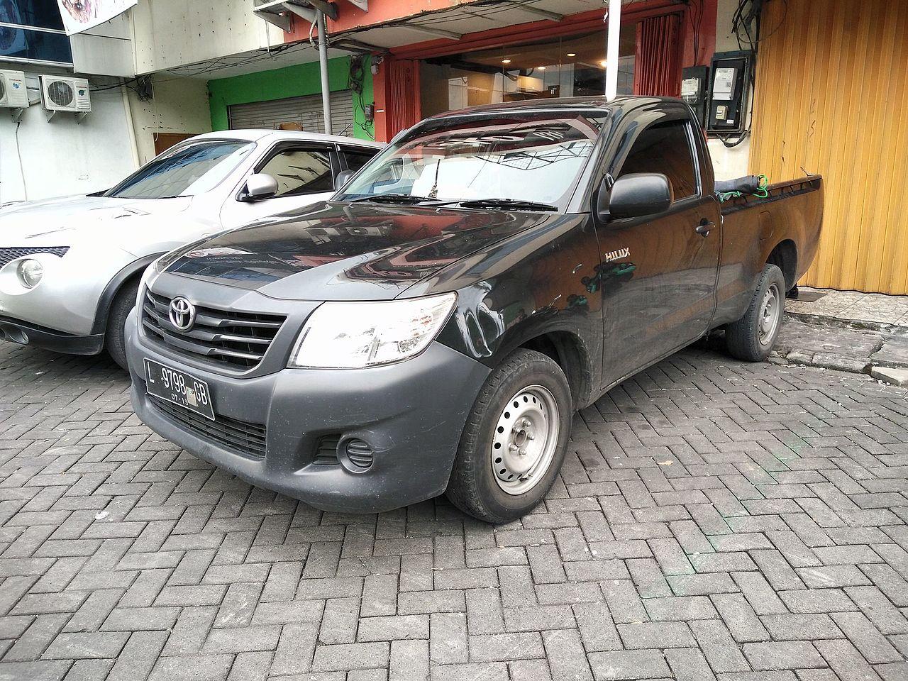 File:25 Toyota Hilux Single Cabin, West Surabaya.jpg - Wikimedia
