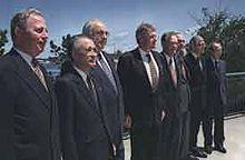 Lamberto Dini (ultimo a destra) al 21° vertice G7 ad Halifax, in Canada 1995, con i Leader: Jacques Santer, Tomiichi Murayama, Helmut Kohl, Bill Clinton, Jean Chrétien, Jacques Chirac e John Major