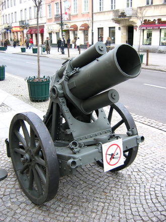25 cm schwerer Minenwerfer - n/A model in transport mode, with wheels attached, Warsaw, 2007