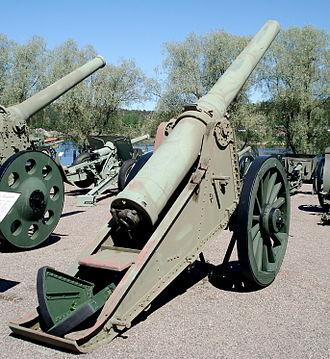 6-inch siege gun M1904 - 6-inch siege gun M1904 in Hämeenlinna Finnish Artillery Museum.