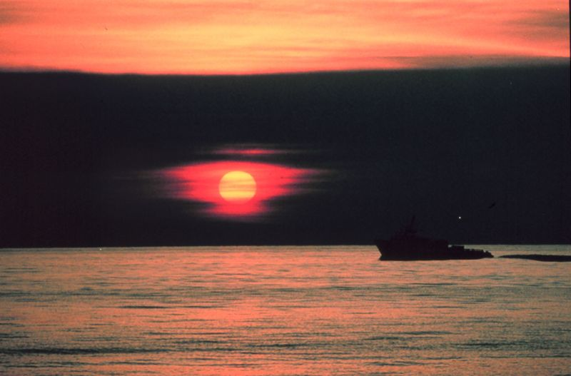 File:A gulf crew boat silhouetted in a Gulf of Mexico sunset. - NOAA.jpg