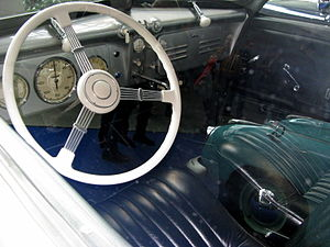 Adler 2.5-litre - The gear lever on the Autobahn Adler, though partially hidden by the steering wheel in this picture, can here be seen sticking out from the centre of the dash board.