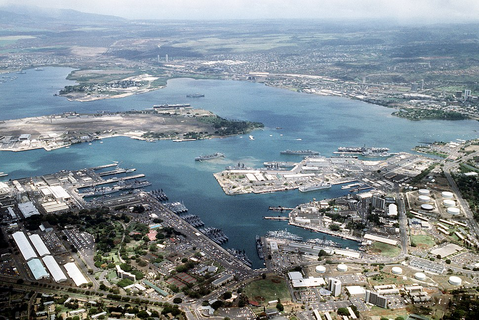 Aerial view of Pearl Harbor on 1 June 1986 (6422248)