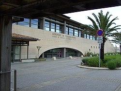 Aeroport de Toulon-Hyères terminal.JPG