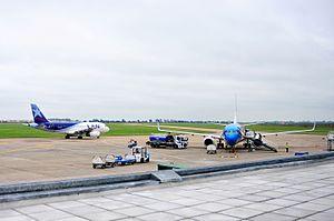 Rosario – Islas Malvinas International Airport - Airbus A319 LATAM Perú and Boeing 737-700 Aerolíneas Argentinas in Rosario.