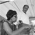 Afhalen van Josephine Baker in Frankrijk J B met Stipriaan, Bestanddeelnr 912-6470.jpg