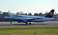 Airbus A320-211 (D-AIPF) 01.jpg