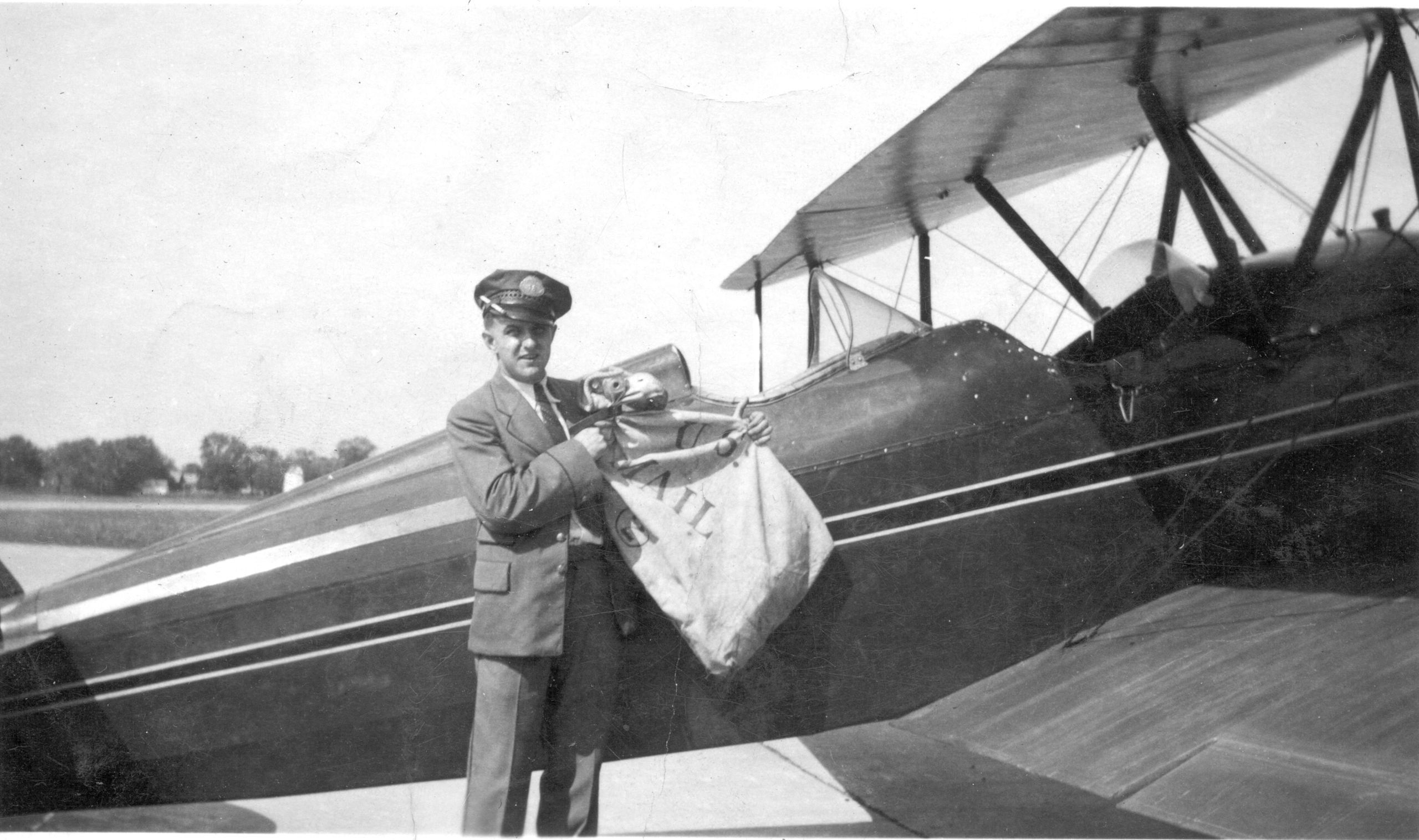 Loading airmail, late 1930s, Detroit