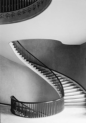 View on second floor of one of the cantilevered spiral staircases designed by Horace King. Alabama-State-Capitol-spiral-staircase.jpg